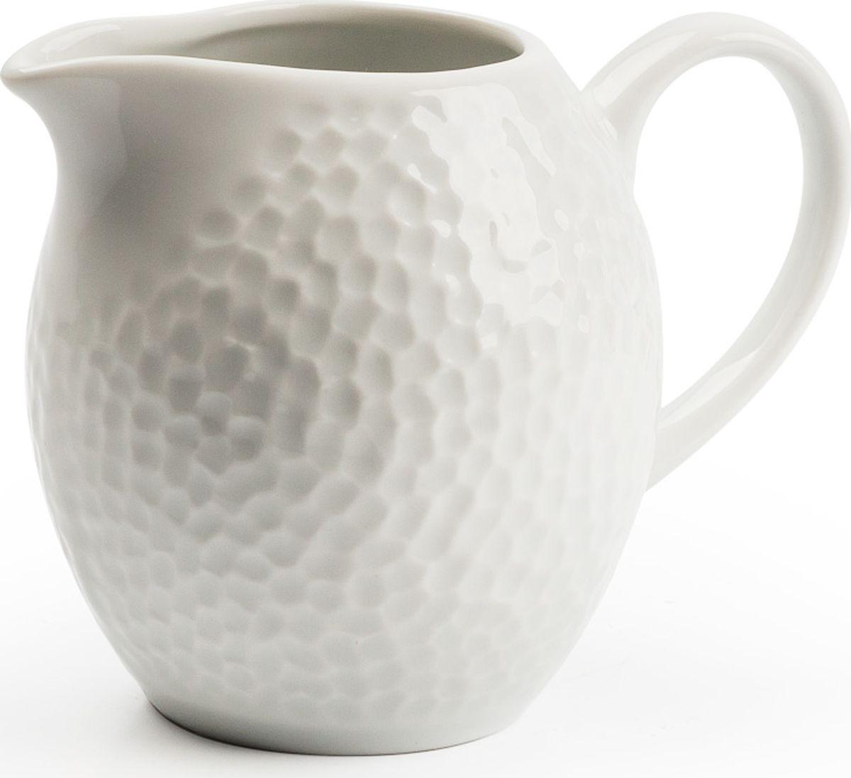 Сливочник La Rose des Sables Martello, 230 мл893024Сливочник La Rose des Sables Martello выполнен из высококачественноготунисского фарфора, изготовленного из уникальной белой глины.Особые свойства этой глины, открытые еще в 18 веке, позволяют создатьудивительно тонкую, легкую и при этом прочную посуду. Благодаря двойномутермическому обжигу фарфор обладает высокой ударопрочностью,жаропрочностью и великолепным блеском глазури.Прекрасный вариант посуды на каждый день.Коллекция отлично смотрится в любом интерьере.Можно использовать в СВЧ печи и мыть в посудомоечной машине.