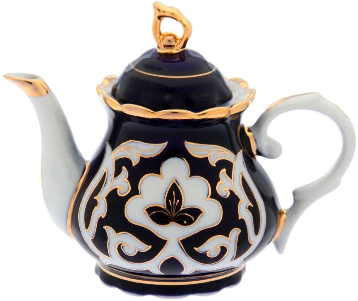 Чайник заварочный Turon Porcelain Пахта, цвет: синий, белый, золотистый, 800 мл1625368Узбекская посуда известна всему миру уже более тысячи лет. Ей любовались царские особы, на ней подавали еду шейхам и знатным персонам. Формула глазури передается из поколения в поколение. По сей день качественные изделия продолжают восхищать своей идеальной формой.Чайник заварочный Turon Porcelain Пахта, выполненный из фарфора, подойдет для повседневной и праздничной сервировки. Дополните стол текстилем и салфетками в тон, чтобы получить элегантное убранство с яркими акцентами.