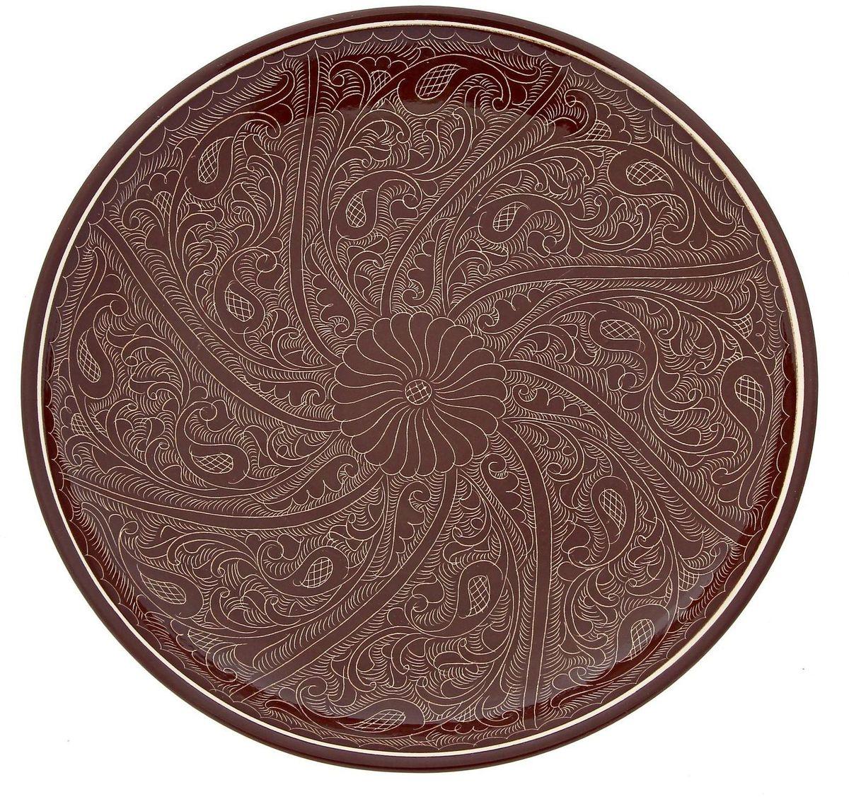 Ляган Риштанская керамика, цвет: коричневый, диаметр 31 см. 192345485812Ляган Риштанская керамика - это не просто обеденный атрибут, это украшение стола. Посуда с национальной росписью станет отменным подарком для ценителей высокородной посуды.Риштан - город на востоке Узбекистана, один из древнейших в Ферганской долине. С давних времен Риштан славится своим гончарным искусством изготовления цветной керамики. Красноватую глину для изделия добывают в самом городе. Мастера утверждают, что их глина настолько высокого качества, что даже не нуждается в предварительной обработке. Дополните коллекцию кухонных аксессуаров пряными восточными нотами!
