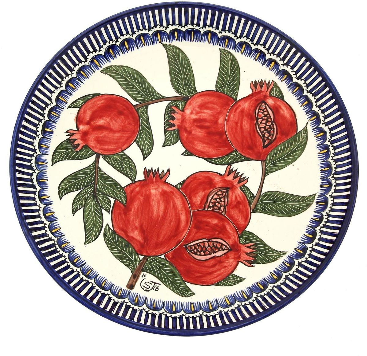 Ляган — это не просто обеденный атрибут, это украшение стола. Посуда с национальной росписью станет отменным подарком для ценителей высокородной посуды.Риштан — город на востоке Узбекистана, один из древнейших в Ферганской долине. С давних времён Риштан славится своим гончарным искусством изготовления цветной керамики. Красноватую глину для изделия добывают в самом городе. Мастера утверждают, что их глина настолько высокого качества, что даже не нуждается в предварительной обработке. Дополните коллекцию кухонных аксессуаров пряными восточными нотами.