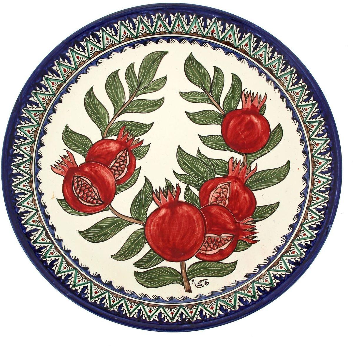 Ляган Риштанская керамика Гранаты, диаметр 36 см. 19242151924215Ляган — это не просто обеденный атрибут, это украшение стола. Посуда с национальной росписью станет отменным подарком для ценителей высокородной посуды.Риштан — город на востоке Узбекистана, один из древнейших в Ферганской долине. С давних времён Риштан славится своим гончарным искусством изготовления цветной керамики. Красноватую глину для изделия добывают в самом городе. Мастера утверждают, что их глина настолько высокого качества, что даже не нуждается в предварительной обработке. Дополните коллекцию кухонных аксессуаров пряными восточными нотами.