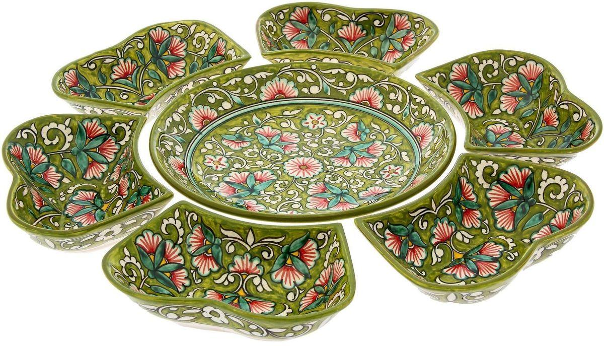Набор салатников Риштанская керамика, цвет: зеленый, 7 предметов1924254Салатный набор «Риштанские мотивы», 7 предметов, салатница 24 см, салатники (6 шт.) Набо салатников Риштанская керамика — это не просто обеденный атрибут, это украшение стола. Посуда с национальной росписью станет отменным подарком для ценителей высокородной посуды.Риштан — город на востоке Узбекистана, один из древнейших в Ферганской долине. С давних времён Риштан славится своим гончарным искусством изготовления цветной керамики. Красноватую глину для изделия добывают в самом городе. Мастера утверждают, что их глина настолько высокого качества, что даже не нуждается в предварительной обработке. Дополните коллекцию кухонных аксессуаров пряными восточными нотами.Объём салатниц: 0,4 л и 0,3 л.Размер (В х Ш): 5 х 24 см.