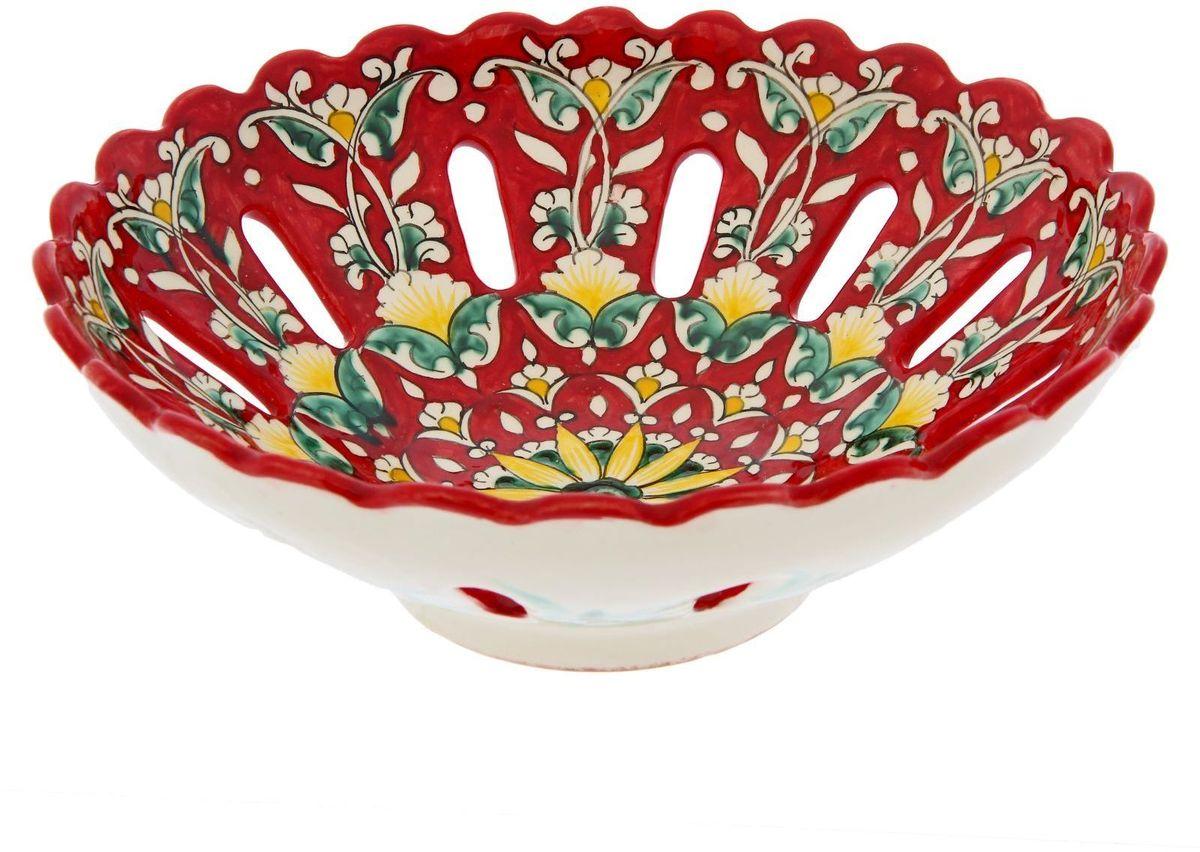 Фруктовница Риштанская керамика, цвет: красный, диаметр 25 см. 19242611924261Узбекская посуда известна всему миру уже более тысячи лет. Ей любовались царские особы, на ней подавали еду шейхам и знатным персонам. Формула глазури передаётся из поколения в поколение. По сей день качественные изделия продолжают восхищать своей идеальной формой.