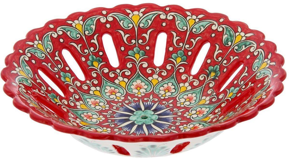Фруктовница Риштанская керамика, цвет: красный, диаметр 28 см1924262Узбекская посуда известна всему миру уже более тысячи лет. Ей любовались царские особы, на ней подавали еду шейхам и знатным персонам. Формула глазури передаётся из поколения в поколение. По сей день качественные изделия продолжают восхищать своей идеальной формой.