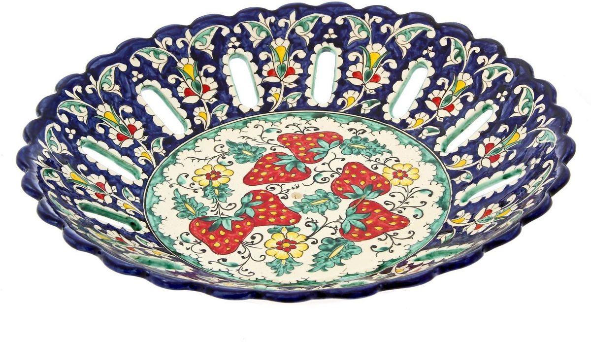 Фруктовница Риштанская керамика, диаметр 33 см1924263Фруктовница Риштанская керамика - это не просто настольный атрибут, это украшение стола. Посуда с национальной росписью станет отменным подарком для ценителей высокородной посуды.Узбекская посуда известна всему миру уже более тысячи лет. Ей любовались царские особы, на ней подавали еду шейхам и знатным персонам. Формула глазури передается из поколения в поколение. По сей день качественные изделия продолжают восхищать своей идеальной формой.