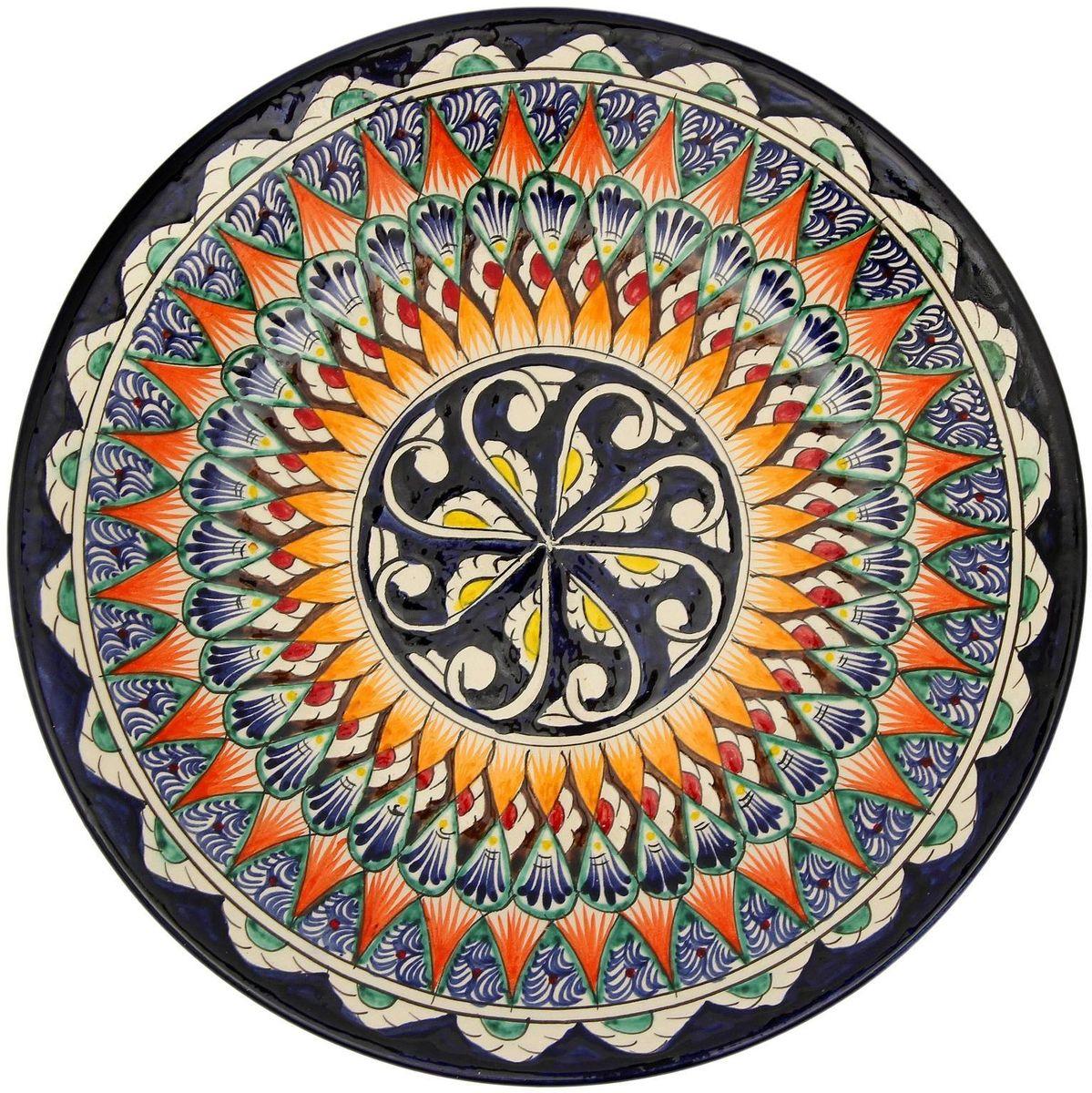 Тарелка Риштанская керамика, цвет: оранжевый, черный, диаметр 27 см. 21580012158001Узбекская посуда известна всему миру уже более тысячи лет. Ей любовались царские особы, на ней подавали еду шейхам и знатным персонам. Формула глазури передаётся из поколения в поколение. По сей день качественные изделия продолжают восхищать своей идеальной формой.Данный предмет подойдёт для повседневной и праздничной сервировки. Дополните стол текстилем и салфетками в тон, чтобы получить элегантное убранство с яркими акцентами.