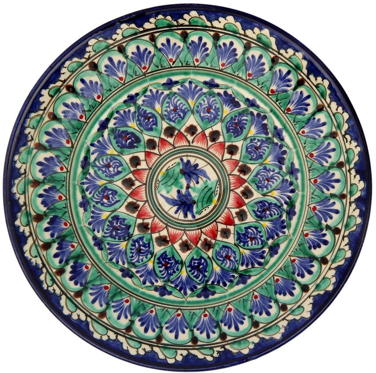 Тарелка Риштанская керамика, диаметр 23 см. 21580052158005Узбекская посуда известна всему миру уже более тысячи лет. Ей любовались царские особы, на ней подавали еду шейхам и знатным персонам. Формула глазури передаётся из поколения в поколение. По сей день качественные изделия продолжают восхищать своей идеальной формой.Данный предмет подойдёт для повседневной и праздничной сервировки. Дополните стол текстилем и салфетками в тон, чтобы получить элегантное убранство с яркими акцентами. Возможны отличия некоторых элементов рисунка от того, что представлено на фото. Товар расписывается вручную.