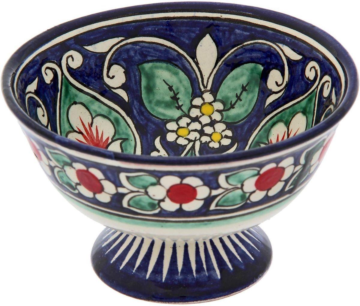 Конфетница Риштанская керамика, диаметр 12 см2245464Конфетница — это не просто обеденный атрибут, это украшение стола. Посуда с национальной росписью станет отменным подарком для ценителей высокородной посуды.Риштан — город на востоке Узбекистана, один из древнейших в Ферганской долине. С давних времён Риштан славится своим гончарным искусством изготовления цветной керамики. Красноватую глину для изделия добывают в самом городе. Мастера утверждают, что их глина настолько высокого качества, что даже не нуждается в предварительной обработке. Дополните коллекцию кухонных аксессуаров пряными восточными нотами.Объём конфетницы: 0,3 л. Размер (В х Ш): 6,5 х 11 см.