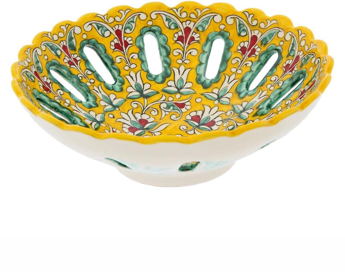 Фруктовница Риштанская керамика, цвет: желтый, диаметр 25 см. 22984522298452Узбекская посуда известна всему миру уже более тысячи лет. Ей любовались царские особы, на ней подавали еду шейхам и знатным персонам. Формула глазури передаётся из поколения в поколение. По сей день качественные изделия продолжают восхищать своей идеальной формой.