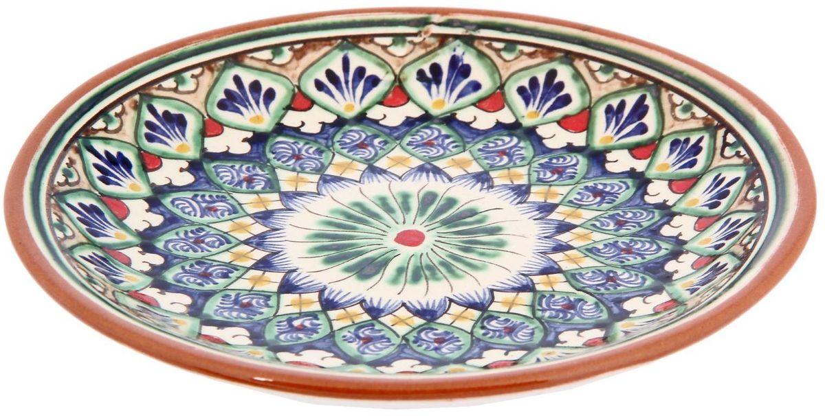 Тарелка Риштанская керамика, диаметр 15 см. 23312212331221Узбекская посуда известна всему миру уже более тысячи лет. Ей любовались царские особы, на ней подавали еду шейхам и знатным персонам. Формула глазури передаётся из поколения в поколение. По сей день качественные изделия продолжают восхищать своей идеальной формой.Данный предмет подойдёт для повседневной и праздничной сервировки. Дополните стол текстилем и салфетками в тон, чтобы получить элегантное убранство с яркими акцентами.