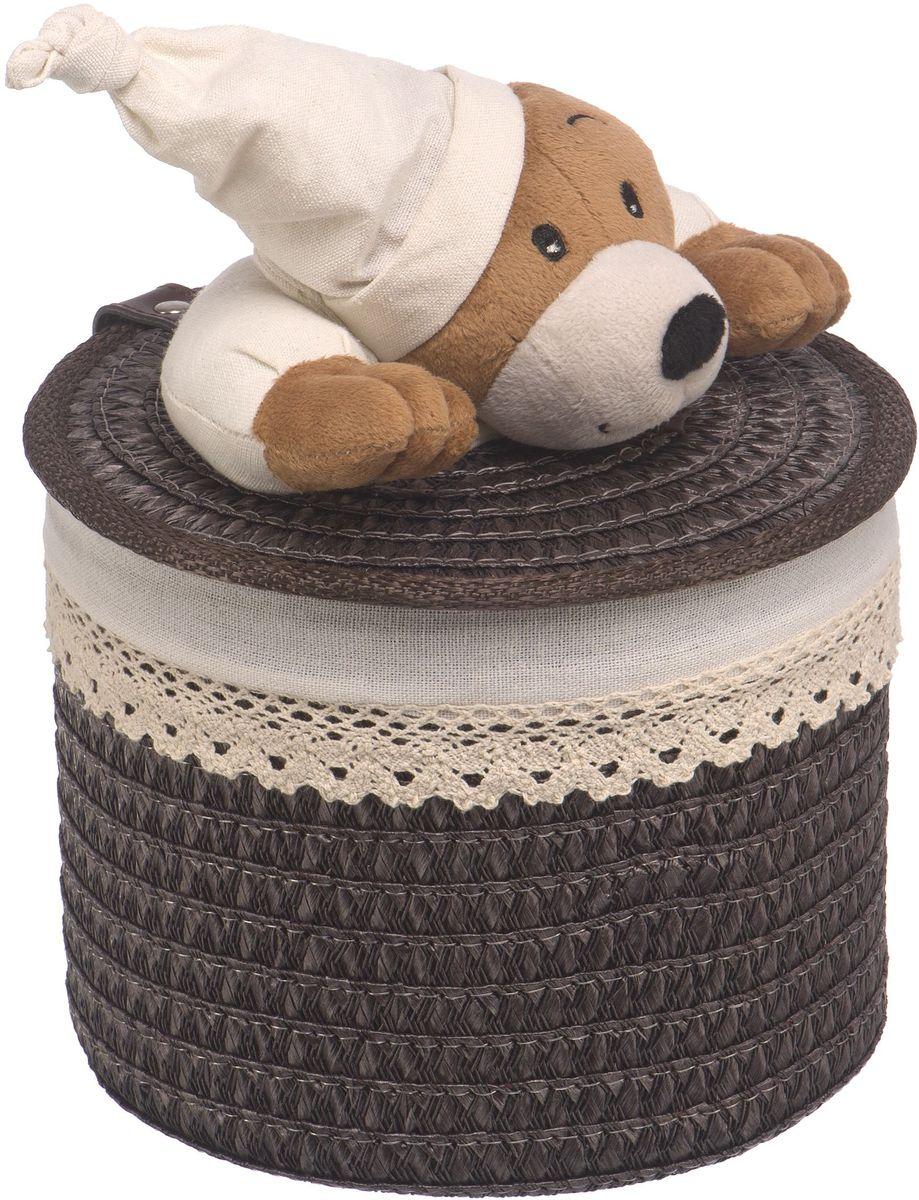 Корзина для белья Natural House Медвежонок, цвет: коричневый, 20 x 20 x 16 смQR-T-03SСтеллажная корзина с игрушкой Медвежонок, выполненная из натуральных компонентов, отлично подойдет для детской. Корзина с мягкой игрушкой способна оживить обстановку и создать атмосферу добра и благополучия в любом помещении. В корзине легко и удобно хранить игрушки, белье и другие предметы.