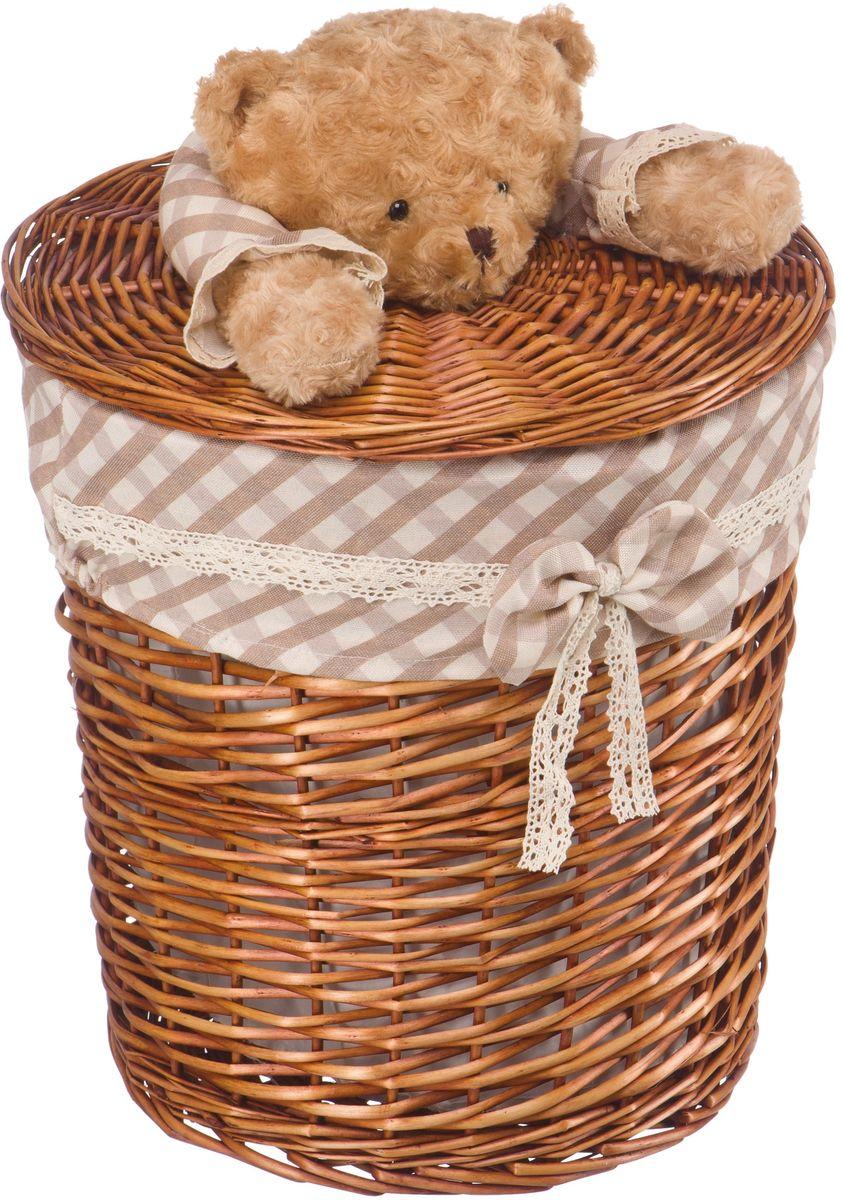 """Стеллажная корзина с игрушкой """"Медвежонок"""", выполненная из натуральных компонентов, отлично подойдет для детской. Корзина с мягкой игрушкой способна оживить обстановку и создать атмосферу добра и благополучия в любом помещении. В корзине легко и удобно хранить игрушки, белье и другие предметы."""