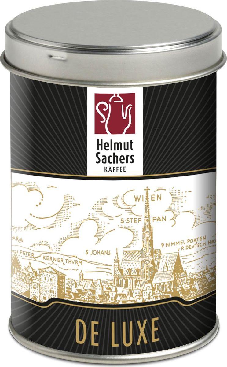 Helmut Sachers кофе де люкс в зернах, 125 гCHLMSC-000006Helmut Sachers в зернах De Luxe – это элитный бодрящий продукт, который производится по самым современным технологиям. Для создания благородного напитка используются отборные ягоды арабики, которые проходят несколько этапов деликатной обработки, включая обжарку среднего уровня. Тепловое воздействие позволяет раскрыть оригинальные вкусоароматические свойства плодов кофе, которые становятся идеальной основой для создания напитка с насыщенным вкусом.Букет Гельмут Захерс в зернах Де Люкс довольно интересен: в нем присутствуют оттенки ореха, ванили, карамели и фруктов, а ненавязчивая кислинка придает деликатесу оригинальности. Аромат продукта изобилует нотками миндаля и какао, которые переплетаются с пряными мотивами.На Helmut Sachers в зернах De Luxe цена отнюдь не низкая, однако высокая стоимость напитка сполна окупается его неповторимыми вкусовыми и ароматическими качествами. Можете быть уверены: Гельмут Захерс в зернах Де Люкс обязательно понравится вам и вашим близким, которые по достоинству оценят роскошный букет этого деликатеса.Кофе: мифы и факты. Статья OZON Гид