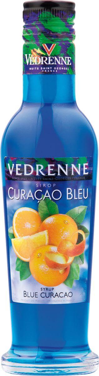 Vedrenne блю кюрасао сироп, 250 мл12170В настоящее время компания Vedrenne считается одним из лучших производителей высококлассных сиропов, отличающихся натуральным вкусом, а также насыщенным ароматом и глубоким цветом. Фруктовые сиропы Vedrenne пользуются большой популярностью не только во Франции (где их широко используют как в сегменте HoReCa, так и в домашних условиях), но и экспортируются более чем в 50 стран мира.Сиропы изготавливаются на основе натурального растительного сырья, фруктовых и ягодных соков прямого отжима, цитрусовых настоев, а также с использованием очищенной воды без вредных примесей, что позволяет выдержать все ценные и полезные свойства натуральных фруктово-ягодных плодов и трав. В состав сиропов входит только натуральный сахар, произведенный по традиционной технологии из сахарозы.Благодаря высокому содержанию концентрированного фруктового сока сиропы Vedrenne обладают изысканным ароматом и натуральным вкусом, являются эффективным подсластителем при незначительной калорийности. Они оптимизируют уровень влажности и процесс кристаллизации десертов, хорошо смешиваются с другими ингредиентами и способствуют улучшению вкусовых качеств напитков и десертов.Сиропы Vedrenne разливаются в стеклянные бутылки с яркими этикетками, на которых изображен фрукт, ягода или другой ингредиент, определяющий вкусовые оттенки того или иного продукта Vedrenne. Емкости с сиропами Vedrenne герметичны и поэтому не позволяют содержимому контактировать с микроорганизмами и другими губительными внешними воздействиями. Кроме того, стеклянные бутылки выглядят оригинально и стильно. Сироп Блю Кюрасао понравится людям, которые ценят в напитках пикантность. Однако самая примечательная черта, выделяющая сироп Блю Кюрасао на фоне других подобных продуктов, — это его яркий голубой оттенок, который получают путем добавления безопасных для здоровья красителей.Основой для изготовления этого продукта является цедра цитрусового фрукта лахара. Он произошел от апельсиновых деревьев, зав