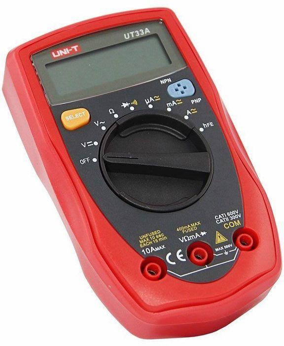 Мультиметр портативный Unit UT33A13-1005Мультиметр Unit - электроизмерительный прибор который включает в себя несколько функций и набор измеряемых параметров. Все приборы серии UT-30 измеряют постоянное и переменное напряжение, постоянный и переменный ток и сопротивление в цепи. А так же с помощью данного прибора можно проводить тестирование диодов, транзисторов, батареек и осуществлять прозвонку целостности цепи. Прибор UT33A является портативным мультиметром, компактные размеры позволяют всегда носить его с собой. Но, несмотря на малые размеры, данный мультиметр обладает широким функционалом и это выгодно отличает его от других. Инженеры старались сделать прибор максимально удобным для использования. Выбор измеряемых величин и пределов измерений производиться с помощью усиленного поворотного регулятора, благодаря которому исключается возможность случайного нажатия. UT33A имеет функцию автоматического выбора пределов измерений. В отличие от устаревших моделей, где вам приходилось вручную выставлять пределы, сейчас же нужно всего лишь выбрать какой из параметров вы собираетесь измерять. Прибор изготовлен из высококачественных материалов и комплектуется защитным чехлом, который позволит избежать повреждений прибора от падений и царапин. Мультиметр снабжен подставкой, которая позволяет разместить прибор на любой плоской поверхности. Калибровка и тестирование приборов произведено под контролем компании REXANT INTERNATIONAL. Характеристики: Постоянное напряжение: 400мВ/4В/40В/400В/500В (0,8%+1).Переменное напряжение: 4В/40В/400В/500В (1,2%+3). Постоянный ток: 400мкА/4000мкА/40мА/400мА/4А/10А (1%+2). Переменный ток: 400мкА/4000мкА/40мА/400мА/4А/10А (1.5%+5). Сопротивление: 400Ом/4КОм/40КОм/400КОм/4МОм/40МОм (1%+2). 3х разрядный дисплей. Авто выбор предела измерений. Тестирование батареек: 1,5В/9В/12В. Тестирование диодов. Тестирование транзисторов. Прозвонка целостности цепи. Индикатор разряда батареи. Импеданс: около 10Мом. Тип батареи: 1,5В ААА х 2.