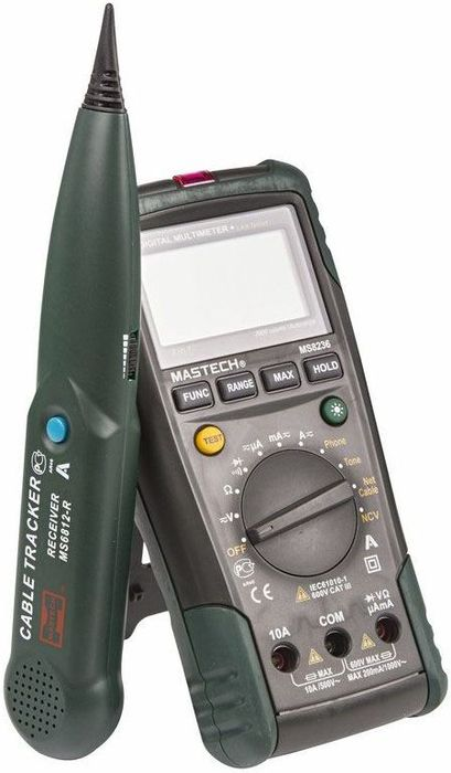 Мультиметр-трассоискатель профессиональный Mastech MS823613-1223Мультиметр - трассоискатель MASTECH - это уникальный прибор, сочетающий в себе функции цифрового мультиметра и кабельного тестера. В случае использования прибора как цифрового мультиметра он способен измерять постоянное и переменное напряжение до 600 Вольт, постоянный и переменный ток до 10 ампер, сопротивление до 20 Мегаом, а так же проверять диоды и проверять цепи на целостность. Многопозиционный круговой переключатель служит для выбора единиц измерения и функций кабельного тестера. Измерительные провода подключаются к входным терминалам расположенным в нижней части корпуса. Кабельный тестер используется для идентификации и прозвонки жил внутри кабеля без удаления изоляции, а так же проверки работоспособности телефонной линии. Для этого к прибору через разъем,расположенный в торце прибора подключается специальный кабель из комплекта поставки. Он состоит из красного и черного провода с крокодилами и четырехжильного коннектора телефонной сети. Для идентификации тонового сигнала используется пробник из комплекта поставки. При обнаружении сигнала, он будет издавать звуковой сигнал. Так же с помощью прибора можно проверять сетевые LAN кабели. Для этого его нужно подключить одним концом к разъему в торце прибора, а другим в разъем расположенный в нижней части прибора. При этом разъем расположенный в нижней части прибора необходимо открыть, сняв защитную крышку. Результат теста будет виден в нижней части дисплея. Для обеспечения безопасных измерений прибор снабжен функцией бесконтактного определения наличия опасного напряжения. Для этого круговой переключатель устанавливается в положение NCV. Детектор находится в торце прибора, подносим его к исследуемому месту. При наличии опасного напряжения будет издаваться звуковой сигнал и моргать светодиод. Характеристики: Дисплей: 2000 отсчетов.Постоянное напряжение: от 0,1 мВ до 1000 В, базовая погрешность ±0,5% ±5 единиц счета.Переменное напряжение: от 0,1 мВ до 750