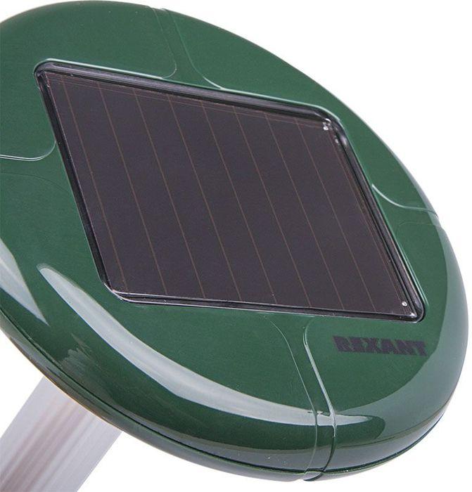 Отпугиватель кротов Rexant, на солнечной батарее71-0007Ультразвуковой отпугиватель кротов на солнечной батарее имитирует ультразвуки под поверхностью земли, которые являются особенно неприятными для кротов и полевок, роющих туннели под землей. Эффективно отпугивает вредителей, заставляя их покинуть охраняемую территорию, не принося им при этом никакого вреда. Устройство, находящееся в земле, действует нон-стоп и не требует никаких дополнительных действий. Устройство изготовлено из прочного пластика ABS и алюминия, а простой способ замены батареи не требует его вытягивания из земли. Особенности: прост в эксплуатации;работа от солнечной батареи;большая солнечная панель 60 х 60;частота 400 Гц;радиус работы до 30 м.