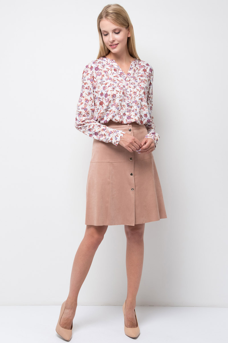 Блузка женская Sela, цвет: молочный. B-112/1314-7380. Размер 44B-112/1314-7380Стильная женская блузка от Sela выполнена из высококачественного материала. Модель с V-образным вырезом горловины и длинными рукавами застегивается на пуговицы.