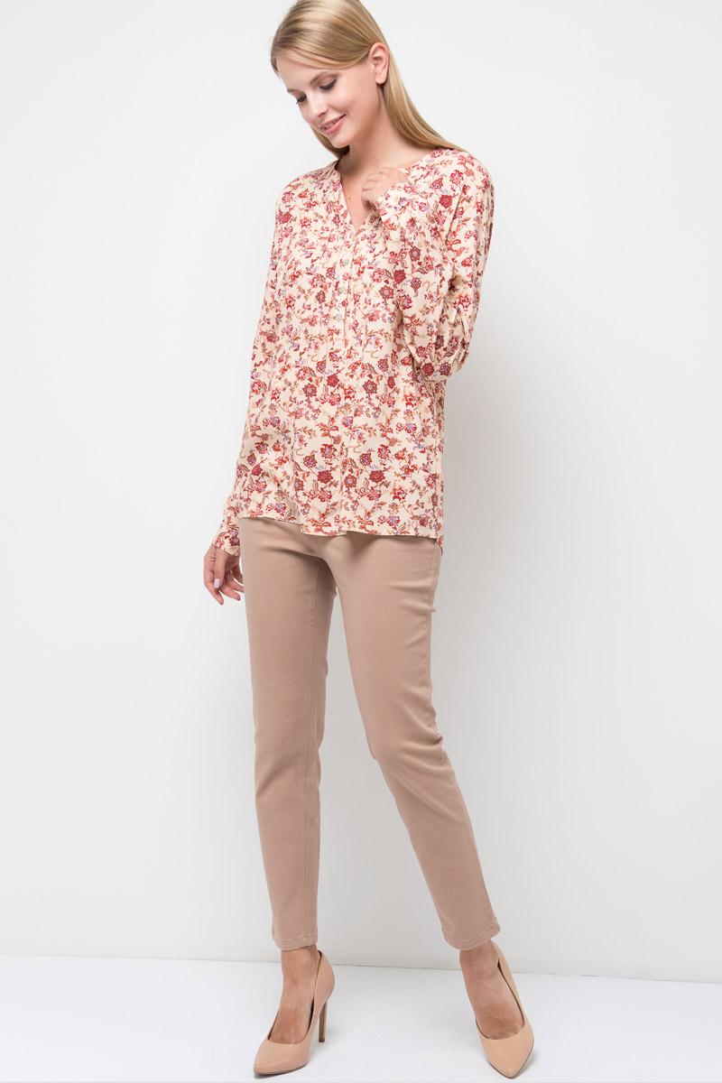Блузка женская Sela, цвет: персиковый. B-112/1314-7380. Размер 42B-112/1314-7380Стильная женская блузка от Sela выполнена из высококачественного материала. Модель с V-образным вырезом горловины и длинными рукавами застегивается на пуговицы.