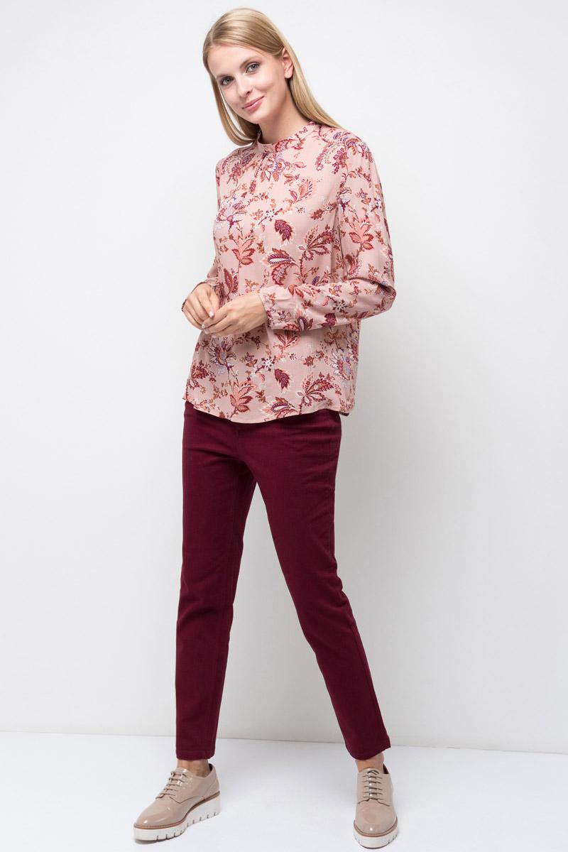 Блузка женская Sela, цвет: бежевый. Tw-112/1313-7380. Размер 44Tw-112/1313-7380Стильная женская блузка от Sela выполнена из высококачественного материала. Модель с небольшим воротником-стойкой и длинными рукавами застегивается на пуговицу, расположенную на спинке.