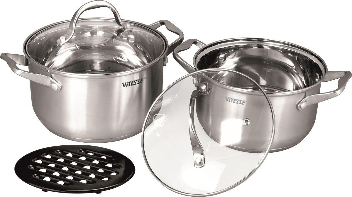 Набор посуды Vitesse Catherine, 5 предметовVS-2059Набор посуды Vitesse Catherine состоит из двух кастрюль с крышками и бакелитовой подставки под горячее.Изделия выполнены из нержавеющей стали. Зеркальная полировка придает изделиям стильный внешний вид. Многослойное термоаккумулирующее дно обеспечивает равномерное распределение тепла. Посуда позволяет готовить пищу без воды и жарить без жира и масла, что обеспечивает оптимальный витаминный состав и калорийную ценность в приготовленном блюде.Ручки из нержавеющей стали надежно крепятся к корпусу заклепками. Крышки из термостойкого стекла с паровыпуском позволяют следить за процессом приготовления. Можно мыть в посудомоечной машине. Диаметр большой кастрюли: 20 см Объем: 3,4 л Диаметр малой кастрюли: 18 см Объем: 2,4 л