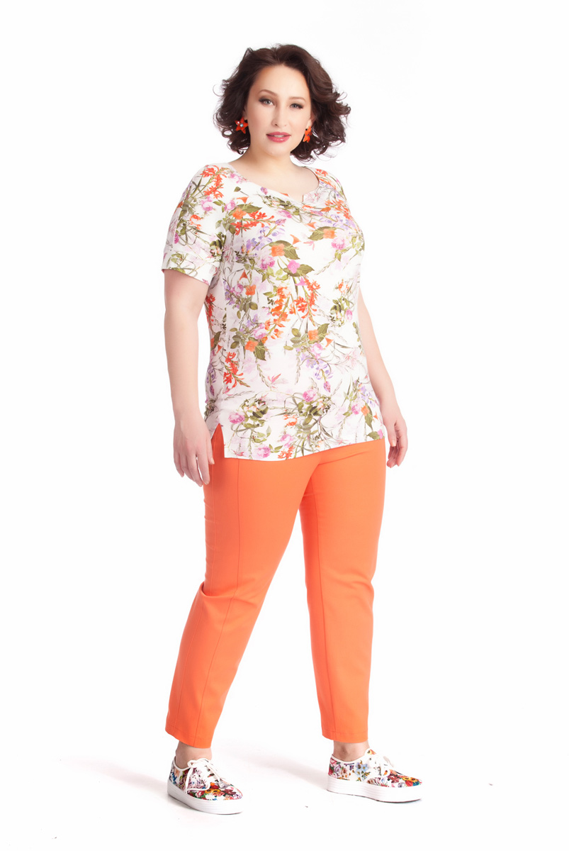 Блузка женская Averi, цвет: белый, оранжевый, оливковый. 1236. Размер 54 (58)1236Нежная женственная блузка Averi полуприлегающего силуэта выполнена из вискозного трикотажа с привлекательным цветочным принтом. Небольшие рукава-реглан длиной чуть выше локтя дополнены манжетами. Изюминка модели - аккуратный декоративный мысик на округлой горловине. Небольшие разрезы в боковых швах снизу обеспечивают идеальную посадку по линии бедер.