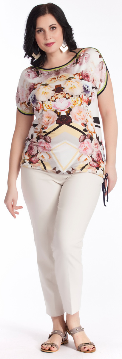 Блузка женская Averi, цвет: белый, розовый, черный. 1238. Размер 54 (58)1238Стильная блузка приталенного силуэта Averi выполнена из вискозного трикотажа с оригинальным цветочным принтом, выполненном в технике digital. Округлая горловина лодочка и короткий цельнокроеный рукав обработаны необычной двойной окантовкой. Низ блузки собирается на завязку-кулиску и варьируется по ширине. Идеальное дополнение для узких однотонных брюк.