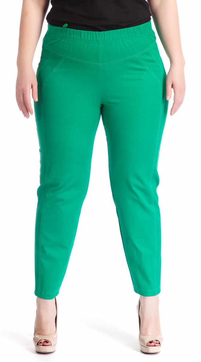 Брюки женские Averi, цвет: зеленый. 1220. Размер 52 (56)1220Зауженные укороченные брюки Averi выполнены из хлопка с добавлением эластана, не имеют застежки. Узкие вертикальные рельефы на передних половинках брюк зрительно стройнят ноги. Подрезные кокетки спереди и сзади, как и рельефы, подчеркнуты декоративной двойной отстрочкой. Цельнокроеный пояс с эластичной тесьмой-резинкой обеспечивает легкий утягивающий эффект. Базовая модель и насыщенный цвет позволяют составить множество комбинаций на любой случай.