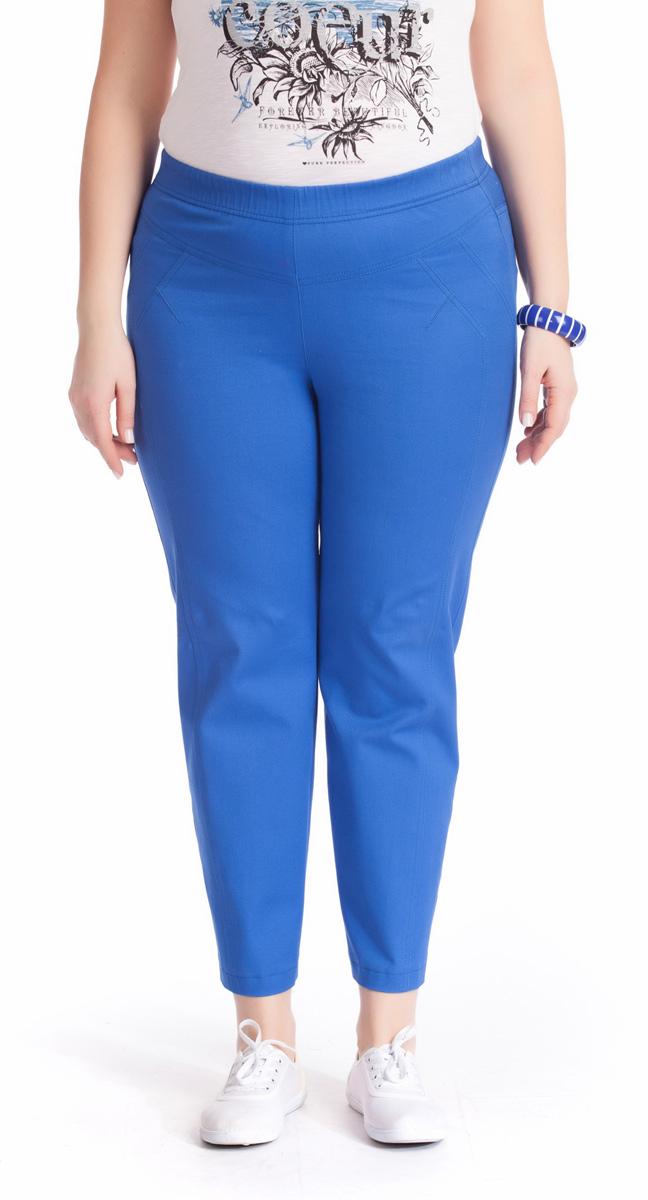 Брюки женские Averi, цвет: синий. 1220. Размер 64 (68)1220Зауженные укороченные брюки Averi выполнены из хлопка с добавлением эластана, не имеют застежки. Узкие вертикальные рельефы на передних половинках брюк зрительно стройнят ноги. Подрезные кокетки спереди и сзади, как и рельефы, подчеркнуты декоративной двойной отстрочкой. Цельнокроеный пояс с эластичной тесьмой-резинкой обеспечивает легкий утягивающий эффект. Базовая модель и насыщенный цвет позволяют составить множество комбинаций на любой случай.