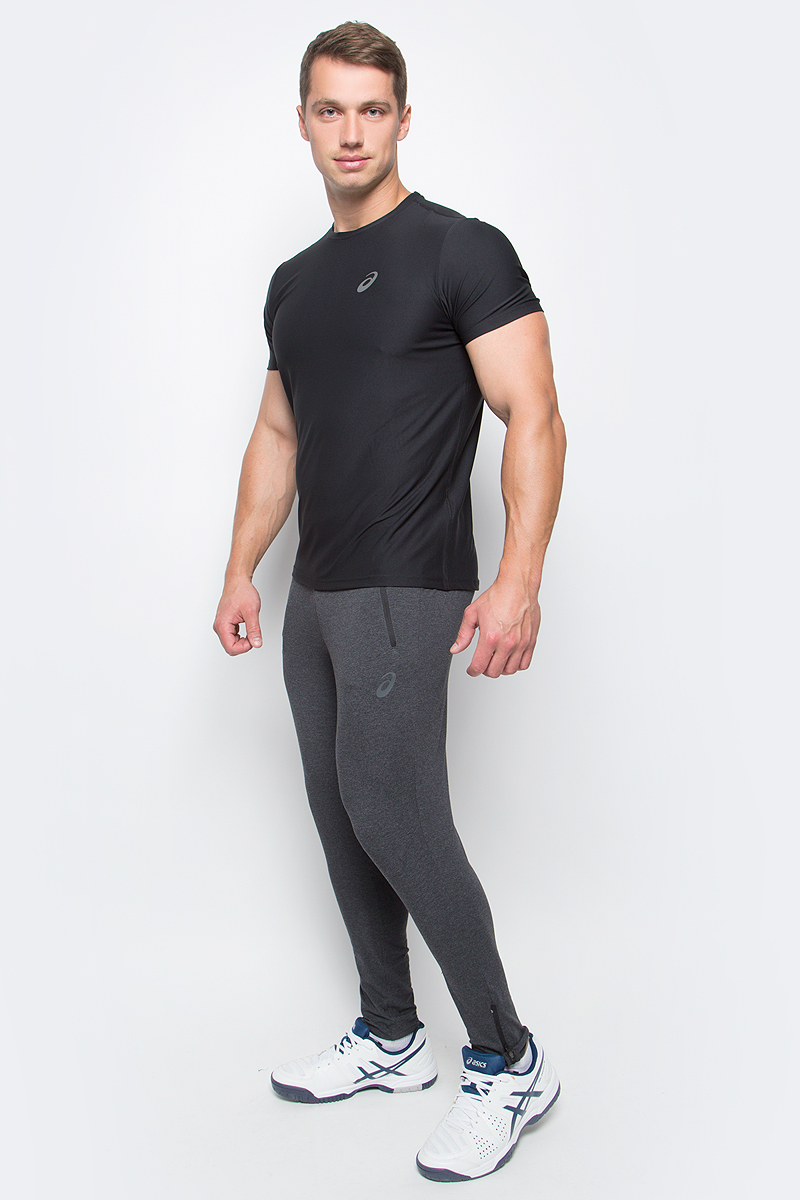 Футболка для бега мужская Asics SS Top, цвет: черный. 134084-0904. Размер M (48/50)134084-0904Стильная мужская футболка для бега Asics SS Top, выполненная из высококачественного полиэстера, обладает высокой воздухопроницаемостью и превосходно отводит влагу от тела, оставляя кожу сухой даже во время интенсивных тренировок. Такая футболка великолепно подойдет как для повседневной носки, так и для спортивных занятий.Модель с короткими рукавами и круглым вырезом горловины - идеальный вариант для создания модного современного образа. Футболка оформлена светоотражающим логотипом на груди и контрастной полоской на спинке. Такая футболка идеально подойдет для занятий спортом и бега. В ней вы всегда будете чувствовать себя уверенно и комфортно.