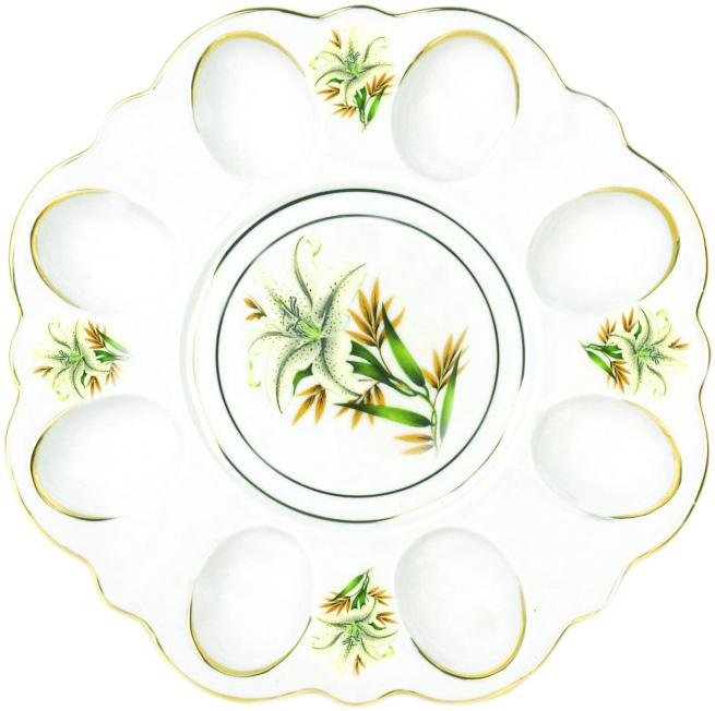Блюдо для яиц Фарфор Вербилок Белая лилия. 2635198026351980Блюдо для яиц и кулича Фарфор Вербилок Белая лилия станет прекрасным подарком на Пасху и гармонично дополнит сервировку праздничного стола. Блюдо изготовлено из высококачественного фарфора и оформлено ярким рисунком и позолотой. От качества посуды зависит не только вкус еды, но и здоровье человека. Блюдо для яиц Фарфор Вербилок - товар, соответствующий российским стандартам качества. Любой хозяйке будет приятно держать его в руках. С такой посудой сервировка стола превратится в настоящий праздник.