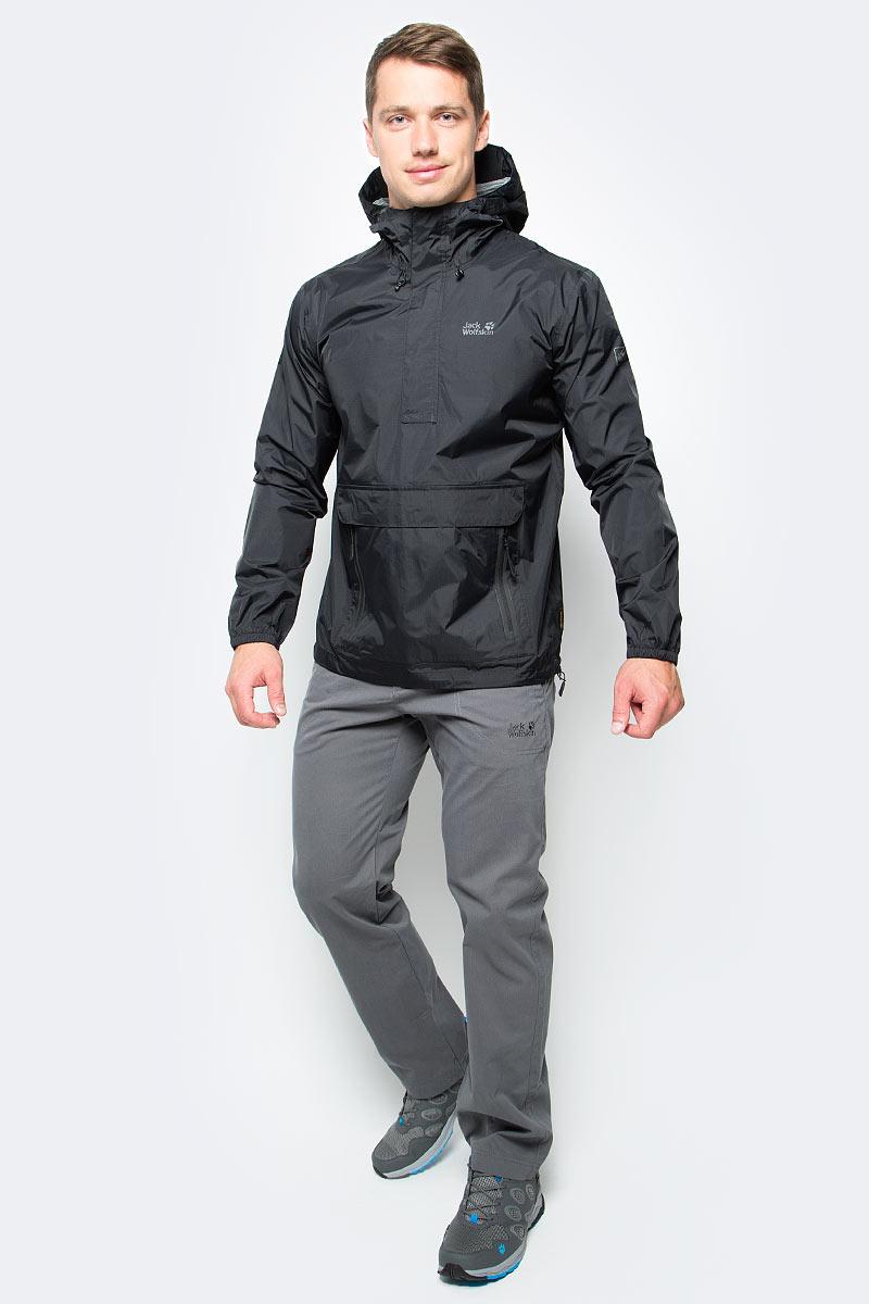 Куртка мужская Jack Wolfskin Cloudburst Smock M, цвет: черный. 1109181-6000. Размер XXL (54)1109181-6000Куртка-анорак Cloudburst Smock изготовлена из 100% полиамида. Ткань легкая, дышащая, водонепроницаемая и непродуваемая. Модель имеет длинные стандартные рукава с манжетами на резинке, капюшон с регулировкой объема и воротник на молнии. Спереди расположен большой карман с клапаном, в котором удобно хранить карты, GPS и другие необходимые в походе вещи, а также два кармана на молнии. Такая куртка идеальна для небольших походов в лесу или в горах. Если вдруг вас застанет дождь, то не переживайте - куртка не даст вам промокнуть, и вы с комфортом доберетесь до места назначения. Модель компактно складывается и не занимает много места в рюкзаке.