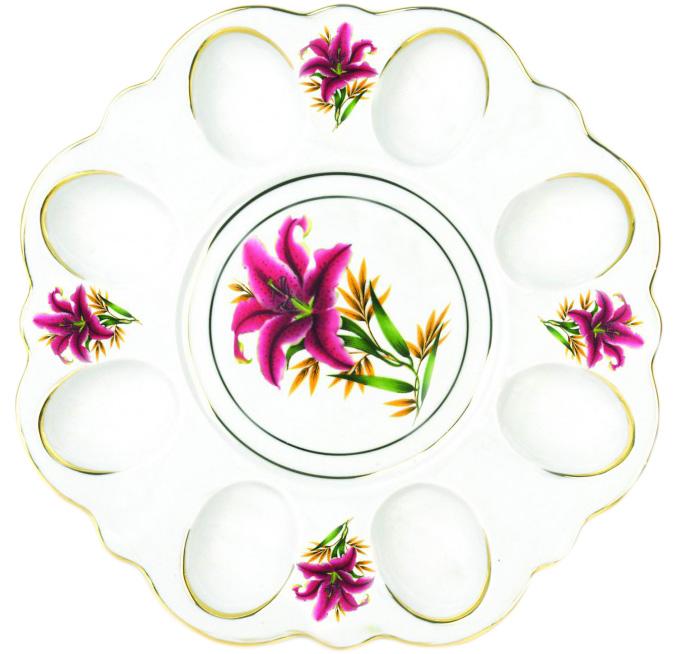 Блюдо для яиц Фарфор Вербилок Розовая лилия. 2635199026351990Блюдо для яиц и кулича Фарфор Вербилок Розовая лилия станет прекрасным подарком на Пасху и гармонично дополнит сервировку праздничного стола. Блюдо изготовлено из высококачественного фарфора и оформлено ярким рисунком и позолотой. От качества посуды зависит не только вкус еды, но и здоровье человека. Блюдо для яиц Фарфор Вербилок - товар, соответствующий российским стандартам качества. Любой хозяйке будет приятно держать его в руках. С такой посудой сервировка стола превратится в настоящий праздник.