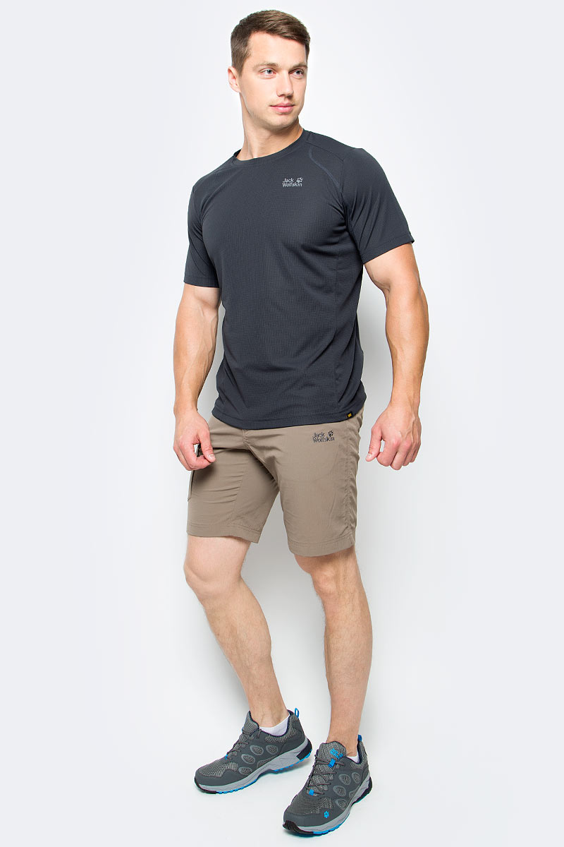 Футболка мужская Jack Wolfskin Helium Chill T-Shirt M, цвет: темно-серый. 1804441-6350. Размер S (42)1804441-6350Футболка мужская Helium Chill T-Shirt M изготовлена из 100% полиэстера. Ткань обладает терморегулирующим эффектом, контролирует влажность и охлаждает тело. Легкая ткань прекрасно адаптируется к вашей температуре тела, хорошо дышит и быстро поглощает влагу - чтобы вы чувствовали себя комфортно на протяжении дня. Модель имеет круглый вырез горловины и короткие стандартные рукава. Футболка дополнена логотипом бренда и декоративной стежкой, которая придает модели спортивный облик.