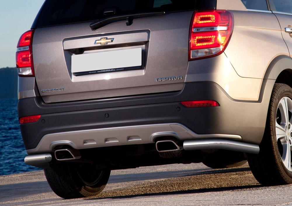 Защита заднего бампера Rival, для Chevrolet Captiva 2013-2016, d57 уголки+комплект крепежа, 2 штR.1006.008Стильное навесное оборудование Rival дополняет внешний вид автомобиля, придавая ему индивидуальность, позволяет защитить кузов и лакокрасочное покрытие от повреждений при столкновении во время парковки или во время движения в плотном потоке автомобилей.- Использование высококачественной нержавеющей стали(марка AISI 304, толщина стенки 1,5 мм) обеспечивает долговечную эксплуатацию. - Гарантия на сквозную коррозию и на целостность сварных швов - 5 лет.- Использование электроплазменной полировки позволяет добиться качественной равномерной зеркальной поверхности.- Установка в штатные места крепления не требует сверления и дополнительной доработки автомобиля.- Сохранение дорожного просвета (клиренса).- Возможность регулировки навесного оборудования при установке на автомобиле.- Продукт сертифицирован – нет проблем с постановкой на учет.- Производство на высокоточном оборудовании позволяет изготовить индивидуальный продукт с высокой точностью повторения геометрии автомобиля.- В комплекте крепеж и инструкция по установке.Совместимость с дополнительным оборудованием и аксессуарами Rival и с большинством оригинальных аксессуаров.