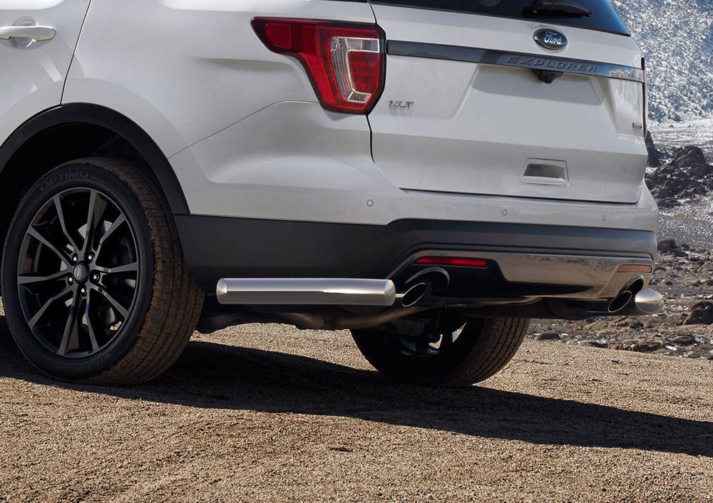 Защита заднего бампера Rival, для Ford Explorer 2015-, d76 уголки+комплект крепежа, 2 штR.1806.005Стильное навесное оборудование Rival дополняет внешний вид автомобиля, придавая ему индивидуальность, позволяет защитить кузов и лакокрасочное покрытие от повреждений при столкновении во время парковки или во время движения в плотном потоке автомобилей.- Использование высококачественной нержавеющей стали(марка AISI 304, толщина стенки 1,5 мм) обеспечивает долговечную эксплуатацию. - Гарантия на сквозную коррозию и на целостность сварных швов - 5 лет.- Использование электроплазменной полировки позволяет добиться качественной равномерной зеркальной поверхности.- Установка в штатные места крепления не требует сверления и дополнительной доработки автомобиля.- Сохранение дорожного просвета (клиренса).- Возможность регулировки навесного оборудования при установке на автомобиле.- Продукт сертифицирован – нет проблем с постановкой на учет.- Производство на высокоточном оборудовании позволяет изготовить индивидуальный продукт с высокой точностью повторения геометрии автомобиля.- В комплекте крепеж и инструкция по установке.Совместимость с дополнительным оборудованием и аксессуарами Rival и с большинством оригинальных аксессуаров.