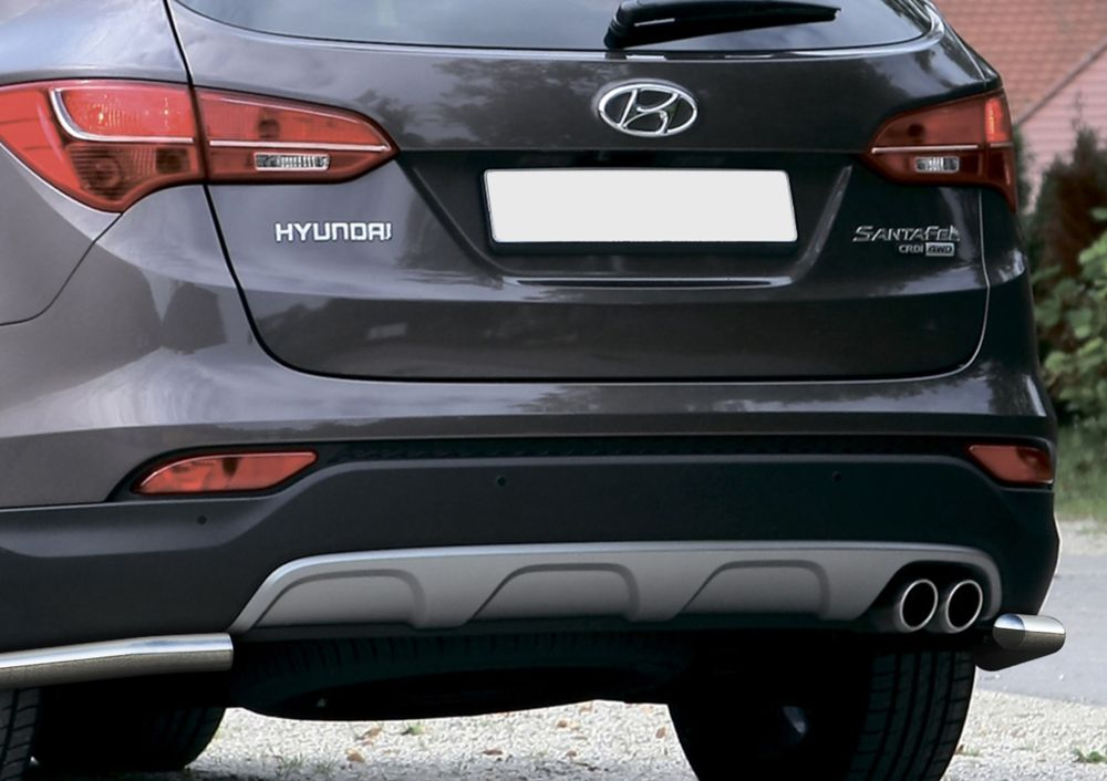 Защита заднего бампера Rival, для Hyundai Santa Fe 2012-2016, d57 уголки+комплект крепежа, 2 штR.2306.011Стильное навесное оборудование Rival дополняет внешний вид автомобиля, придавая ему индивидуальность, позволяет защитить кузов и лакокрасочное покрытие от повреждений при столкновении во время парковки или во время движения в плотном потоке автомобилей.- Использование высококачественной нержавеющей стали(марка AISI 304, толщина стенки 1,5 мм) обеспечивает долговечную эксплуатацию. - Гарантия на сквозную коррозию и на целостность сварных швов - 5 лет.- Использование электроплазменной полировки позволяет добиться качественной равномерной зеркальной поверхности.- Установка в штатные места крепления не требует сверления и дополнительной доработки автомобиля.- Сохранение дорожного просвета (клиренса).- Возможность регулировки навесного оборудования при установке на автомобиле.- Продукт сертифицирован – нет проблем с постановкой на учет.- Производство на высокоточном оборудовании позволяет изготовить индивидуальный продукт с высокой точностью повторения геометрии автомобиля.- В комплекте крепеж и инструкция по установке.Совместимость с дополнительным оборудованием и аксессуарами Rival и с большинством оригинальных аксессуаров.