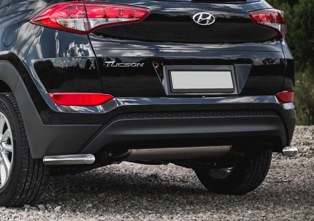 Защита заднего бампера Rival, для Hyundai Tucson 2015-, d42 уголки+комплект крепежа, 2 штR.2308.010Стильное навесное оборудование Rival дополняет внешний вид автомобиля, придавая ему индивидуальность, позволяет защитить кузов и лакокрасочное покрытие от повреждений при столкновении во время парковки или во время движения в плотном потоке автомобилей.- Использование высококачественной нержавеющей стали(марка AISI 304, толщина стенки 1,5 мм) обеспечивает долговечную эксплуатацию. - Гарантия на сквозную коррозию и на целостность сварных швов - 5 лет.- Использование электроплазменной полировки позволяет добиться качественной равномерной зеркальной поверхности.- Установка в штатные места крепления не требует сверления и дополнительной доработки автомобиля.- Сохранение дорожного просвета (клиренса).- Возможность регулировки навесного оборудования при установке на автомобиле.- Продукт сертифицирован – нет проблем с постановкой на учет.- Производство на высокоточном оборудовании позволяет изготовить индивидуальный продукт с высокой точностью повторения геометрии автомобиля.- В комплекте крепеж и инструкция по установке.Совместимость с дополнительным оборудованием и аксессуарами Rival и с большинством оригинальных аксессуаров.