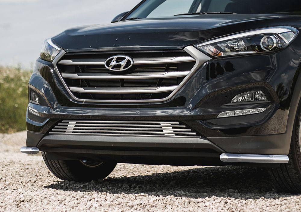 Защита переднего бампера Rival, для Hyundai Tucson 2015-, d42 уголки+комплект крепежа, 2 штR.2308.011Стильное навесное оборудование Rival дополняет внешний вид автомобиля, придавая ему индивидуальность, позволяет защитить кузов и лакокрасочное покрытие от повреждений при столкновении во время парковки или во время движения в плотном потоке автомобилей.- Использование высококачественной нержавеющей стали(марка AISI 304, толщина стенки 1,5 мм) обеспечивает долговечную эксплуатацию. - Гарантия на сквозную коррозию и на целостность сварных швов - 5 лет.- Использование электроплазменной полировки позволяет добиться качественной равномерной зеркальной поверхности.- Установка в штатные места крепления не требует сверления и дополнительной доработки автомобиля.- Сохранение дорожного просвета (клиренса).- Возможность регулировки навесного оборудования при установке на автомобиле.- Продукт сертифицирован – нет проблем с постановкой на учет.- Производство на высокоточном оборудовании позволяет изготовить индивидуальный продукт с высокой точностью повторения геометрии автомобиля.- В комплекте крепеж и инструкция по установке.Совместимость с дополнительным оборудованием и аксессуарами Rival и с большинством оригинальных аксессуаров.