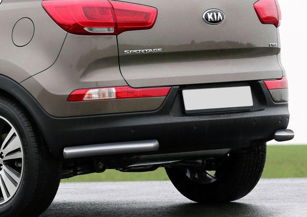 Защита заднего бампера Rival, для Kia Sportage 2010-2014-2015, d57 уголки+комплект крепежа, 2 штR.2806.007Стильное навесное оборудование Rival дополняет внешний вид автомобиля, придавая ему индивидуальность, позволяет защитить кузов и лакокрасочное покрытие от повреждений при столкновении во время парковки или во время движения в плотном потоке автомобилей.- Использование высококачественной нержавеющей стали(марка AISI 304, толщина стенки 1,5 мм) обеспечивает долговечную эксплуатацию. - Гарантия на сквозную коррозию и на целостность сварных швов - 5 лет.- Использование электроплазменной полировки позволяет добиться качественной равномерной зеркальной поверхности.- Установка в штатные места крепления не требует сверления и дополнительной доработки автомобиля.- Сохранение дорожного просвета (клиренса).- Возможность регулировки навесного оборудования при установке на автомобиле.- Продукт сертифицирован – нет проблем с постановкой на учет.- Производство на высокоточном оборудовании позволяет изготовить индивидуальный продукт с высокой точностью повторения геометрии автомобиля.- В комплекте крепеж и инструкция по установке.Совместимость с дополнительным оборудованием и аксессуарами Rival и с большинством оригинальных аксессуаров.