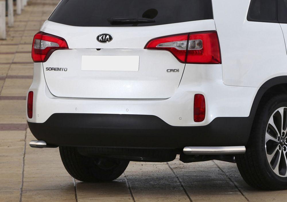 Защита заднего бампера Rival, для Kia Sorento 2012-, d57 уголки+комплект крепежа, 2 штR.2807.011Стильное навесное оборудование Rival дополняет внешний вид автомобиля, придавая ему индивидуальность, позволяет защитить кузов и лакокрасочное покрытие от повреждений при столкновении во время парковки или во время движения в плотном потоке автомобилей.- Использование высококачественной нержавеющей стали(марка AISI 304, толщина стенки 1,5 мм) обеспечивает долговечную эксплуатацию. - Гарантия на сквозную коррозию и на целостность сварных швов - 5 лет.- Использование электроплазменной полировки позволяет добиться качественной равномерной зеркальной поверхности.- Установка в штатные места крепления не требует сверления и дополнительной доработки автомобиля.- Сохранение дорожного просвета (клиренса).- Возможность регулировки навесного оборудования при установке на автомобиле.- Продукт сертифицирован – нет проблем с постановкой на учет.- Производство на высокоточном оборудовании позволяет изготовить индивидуальный продукт с высокой точностью повторения геометрии автомобиля.- В комплекте крепеж и инструкция по установке.Совместимость с дополнительным оборудованием и аксессуарами Rival и с большинством оригинальных аксессуаров.