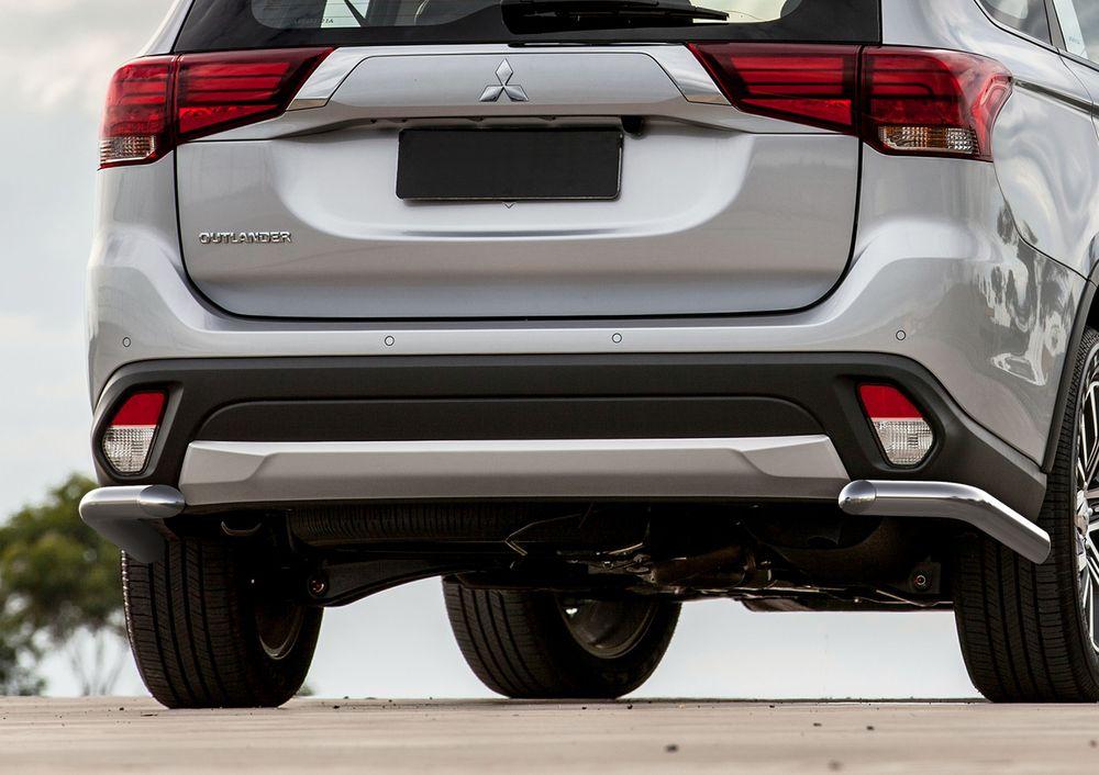 Защита заднего бампера Rival, для Mitsubishi Outlander 2015-, d57 уголки+комплект крепежа, 2 штR.4010.010Стильное навесное оборудование Rival дополняет внешний вид автомобиля, придавая ему индивидуальность, позволяет защитить кузов и лакокрасочное покрытие от повреждений при столкновении во время парковки или во время движения в плотном потоке автомобилей.- Использование высококачественной нержавеющей стали(марка AISI 304, толщина стенки 1,5 мм) обеспечивает долговечную эксплуатацию. - Гарантия на сквозную коррозию и на целостность сварных швов - 5 лет.- Использование электроплазменной полировки позволяет добиться качественной равномерной зеркальной поверхности.- Установка в штатные места крепления не требует сверления и дополнительной доработки автомобиля.- Сохранение дорожного просвета (клиренса).- Возможность регулировки навесного оборудования при установке на автомобиле.- Продукт сертифицирован – нет проблем с постановкой на учет.- Производство на высокоточном оборудовании позволяет изготовить индивидуальный продукт с высокой точностью повторения геометрии автомобиля.- В комплекте крепеж и инструкция по установке.Совместимость с дополнительным оборудованием и аксессуарами Rival и с большинством оригинальных аксессуаров.
