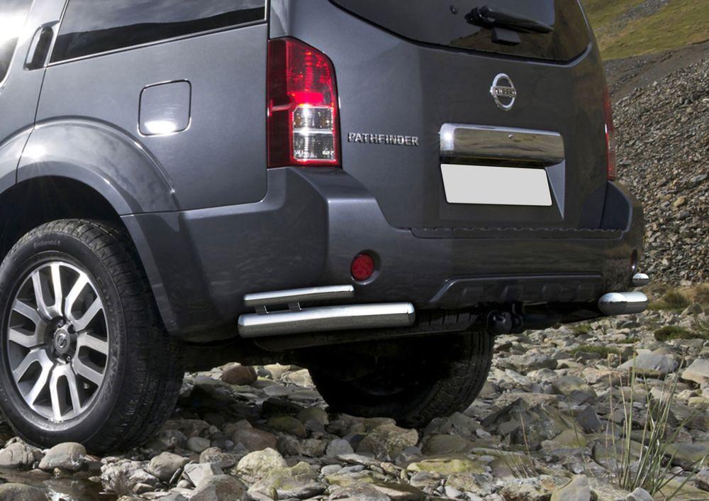 Защита заднего бампера Rival, для Nissan Pathfinder 2010-2014, d76+d42 уголки+комплект крепежа, 2 штR.4105.009Стильное навесное оборудование Rival дополняет внешний вид автомобиля, придавая ему индивидуальность, позволяет защитить кузов и лакокрасочное покрытие от повреждений при столкновении во время парковки или во время движения в плотном потоке автомобилей.- Использование высококачественной нержавеющей стали(марка AISI 304, толщина стенки 1,5 мм) обеспечивает долговечную эксплуатацию. - Гарантия на сквозную коррозию и на целостность сварных швов - 5 лет.- Использование электроплазменной полировки позволяет добиться качественной равномерной зеркальной поверхности.- Установка в штатные места крепления не требует сверления и дополнительной доработки автомобиля.- Сохранение дорожного просвета (клиренса).- Возможность регулировки навесного оборудования при установке на автомобиле.- Продукт сертифицирован – нет проблем с постановкой на учет.- Производство на высокоточном оборудовании позволяет изготовить индивидуальный продукт с высокой точностью повторения геометрии автомобиля.- В комплекте крепеж и инструкция по установке.Совместимость с дополнительным оборудованием и аксессуарами Rival и с большинством оригинальных аксессуаров.
