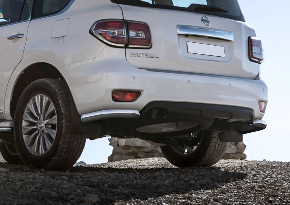 Защита заднего бампера Rival, для Nissan Patrol 2014-, d76 уголки+комплект крепежа, 2 штR.4114.009Стильное навесное оборудование Rival дополняет внешний вид автомобиля, придавая ему индивидуальность, позволяет защитить кузов и лакокрасочное покрытие от повреждений при столкновении во время парковки или во время движения в плотном потоке автомобилей.- Использование высококачественной нержавеющей стали(марка AISI 304, толщина стенки 1,5 мм) обеспечивает долговечную эксплуатацию. - Гарантия на сквозную коррозию и на целостность сварных швов - 5 лет.- Использование электроплазменной полировки позволяет добиться качественной равномерной зеркальной поверхности.- Установка в штатные места крепления не требует сверления и дополнительной доработки автомобиля.- Сохранение дорожного просвета (клиренса).- Возможность регулировки навесного оборудования при установке на автомобиле.- Продукт сертифицирован – нет проблем с постановкой на учет.- Производство на высокоточном оборудовании позволяет изготовить индивидуальный продукт с высокой точностью повторения геометрии автомобиля.- В комплекте крепеж и инструкция по установке.Совместимость с дополнительным оборудованием и аксессуарами Rival и с большинством оригинальных аксессуаров.