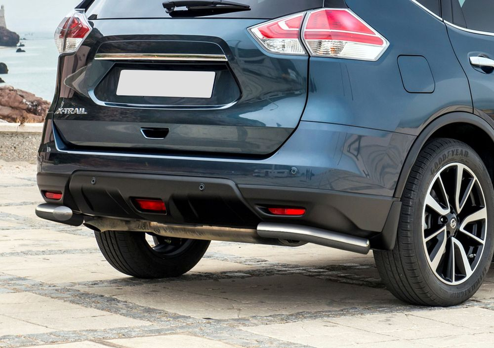 Защита заднего бампера Rival, для Nissan X-Trail 2015-, d57 уголки+комплект крепежа, 2 штR.4122.010Стильное навесное оборудование Rival дополняет внешний вид автомобиля, придавая ему индивидуальность, позволяет защитить кузов и лакокрасочное покрытие от повреждений при столкновении во время парковки или во время движения в плотном потоке автомобилей.- Использование высококачественной нержавеющей стали(марка AISI 304, толщина стенки 1,5 мм) обеспечивает долговечную эксплуатацию. - Гарантия на сквозную коррозию и на целостность сварных швов - 5 лет.- Использование электроплазменной полировки позволяет добиться качественной равномерной зеркальной поверхности.- Установка в штатные места крепления не требует сверления и дополнительной доработки автомобиля.- Сохранение дорожного просвета (клиренса).- Возможность регулировки навесного оборудования при установке на автомобиле.- Продукт сертифицирован – нет проблем с постановкой на учет.- Производство на высокоточном оборудовании позволяет изготовить индивидуальный продукт с высокой точностью повторения геометрии автомобиля.- В комплекте крепеж и инструкция по установке.Совместимость с дополнительным оборудованием и аксессуарами Rival и с большинством оригинальных аксессуаров.
