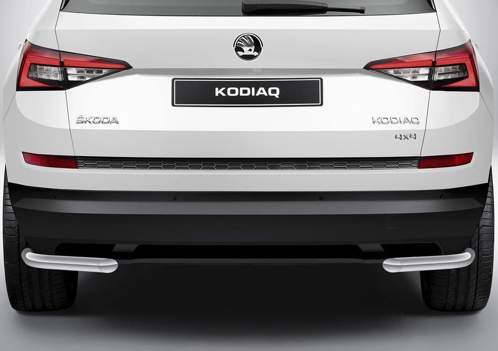 Защита заднего бампера Rival, для Skoda Kodiaq 2017-, d57 уголки, комплект крепежа, 2 штR.5101.005Стильное навесное оборудование Rival дополняет внешний вид автомобиля, придавая ему индивидуальность, позволяет защитить кузов и лакокрасочное покрытие от повреждений при столкновении во время парковки или во время движения в плотном потоке автомобилей.- Использование высококачественной нержавеющей стали(марка AISI 304, толщина стенки 1,5 мм) обеспечивает долговечную эксплуатацию. - Гарантия на сквозную коррозию и на целостность сварных швов - 5 лет.- Использование электроплазменной полировки позволяет добиться качественной равномерной зеркальной поверхности.- Установка в штатные места крепления не требует сверления и дополнительной доработки автомобиля.- Сохранение дорожного просвета (клиренса).- Возможность регулировки навесного оборудования при установке на автомобиле.- Продукт сертифицирован – нет проблем с постановкой на учет.- Производство на высокоточном оборудовании позволяет изготовить индивидуальный продукт с высокой точностью повторения геометрии автомобиля.- В комплекте крепеж и инструкция по установке.Совместимость с дополнительным оборудованием и аксессуарами Rival и с большинством оригинальных аксессуаров.