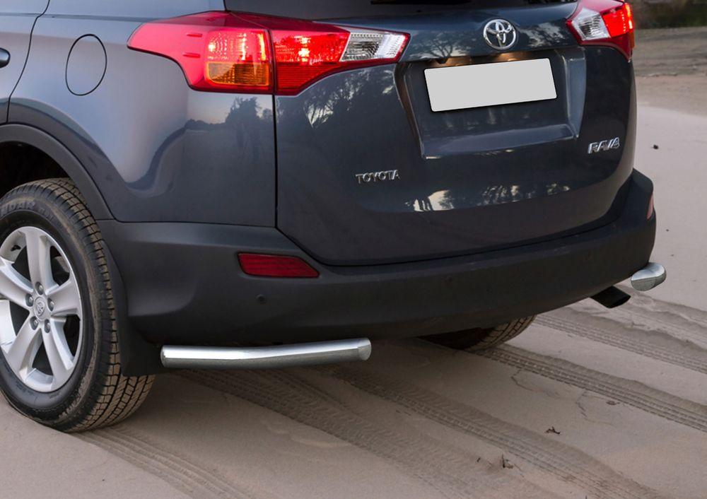 Защита заднего бампера Rival, для Toyota Rav 4 2013-2015, d57 уголки+комплект крепежа, 2 штR.5712.015Стильное навесное оборудование Rival дополняет внешний вид автомобиля, придавая ему индивидуальность, позволяет защитить кузов и лакокрасочное покрытие от повреждений при столкновении во время парковки или во время движения в плотном потоке автомобилей.- Использование высококачественной нержавеющей стали(марка AISI 304, толщина стенки 1,5 мм) обеспечивает долговечную эксплуатацию. - Гарантия на сквозную коррозию и на целостность сварных швов - 5 лет.- Использование электроплазменной полировки позволяет добиться качественной равномерной зеркальной поверхности.- Установка в штатные места крепления не требует сверления и дополнительной доработки автомобиля.- Сохранение дорожного просвета (клиренса).- Возможность регулировки навесного оборудования при установке на автомобиле.- Продукт сертифицирован – нет проблем с постановкой на учет.- Производство на высокоточном оборудовании позволяет изготовить индивидуальный продукт с высокой точностью повторения геометрии автомобиля.- В комплекте крепеж и инструкция по установке.Совместимость с дополнительным оборудованием и аксессуарами Rival и с большинством оригинальных аксессуаров.