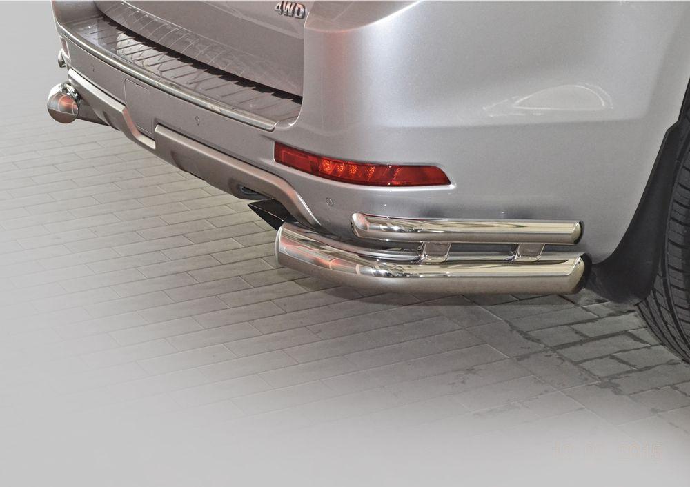 Защита заднего бампера Rival, для Haval H9 2014-, d76+d42 уголки+комплект крепежа, 2 штR.9403.007Стильное навесное оборудование Rival дополняет внешний вид автомобиля, придавая ему индивидуальность, позволяет защитить кузов и лакокрасочное покрытие от повреждений при столкновении во время парковки или во время движения в плотном потоке автомобилей.- Использование высококачественной нержавеющей стали(марка AISI 304, толщина стенки 1,5 мм) обеспечивает долговечную эксплуатацию. - Гарантия на сквозную коррозию и на целостность сварных швов - 5 лет.- Использование электроплазменной полировки позволяет добиться качественной равномерной зеркальной поверхности.- Установка в штатные места крепления не требует сверления и дополнительной доработки автомобиля.- Сохранение дорожного просвета (клиренса).- Возможность регулировки навесного оборудования при установке на автомобиле.- Продукт сертифицирован – нет проблем с постановкой на учет.- Производство на высокоточном оборудовании позволяет изготовить индивидуальный продукт с высокой точностью повторения геометрии автомобиля.- В комплекте крепеж и инструкция по установке.Совместимость с дополнительным оборудованием и аксессуарами Rival и с большинством оригинальных аксессуаров.