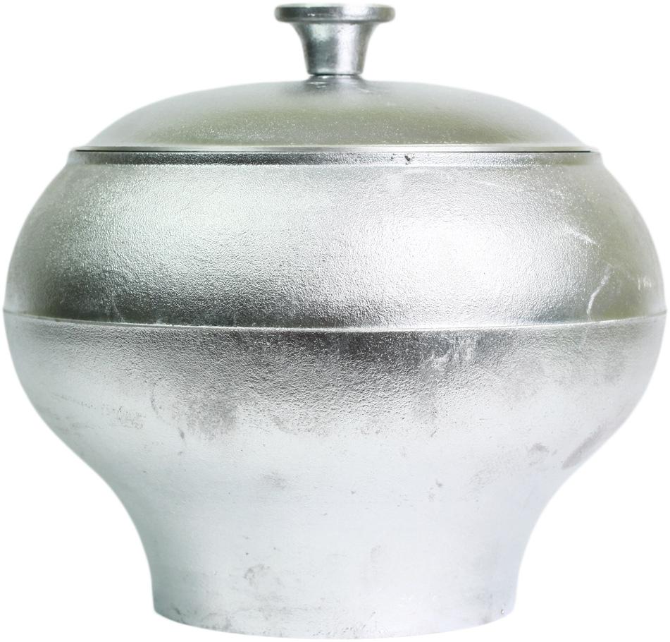Горшок печной Катюша с крышкой, 2,5 лгш25Печной горшок Катюша, изготовленный из литого алюминия, оснащен крышкой.Благодаря толстым стенкам тепло равномерно распределяется по всейповерхности и долго сохраняется.Горшок подходит для приготовления восточногоплова, овощей, риса, тушеной баранины, лагмана, в нем делают голубцы ифаршированные перцы, жаркое, мясо с овощами и многие другие блюда. Подходит для использования на газовых, электрических плитах и в духовом шкафу.