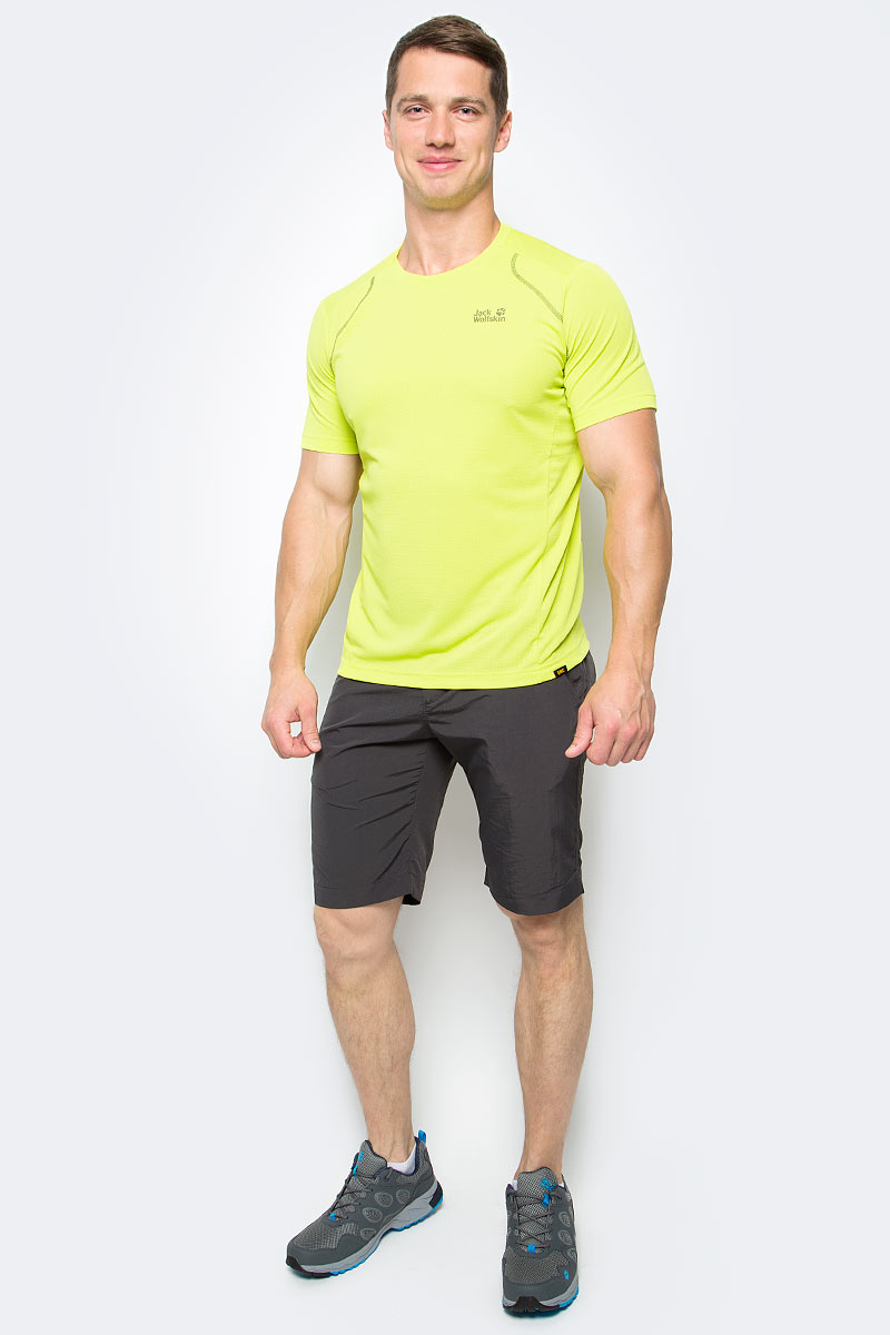 Футболка мужская Jack Wolfskin Helium Chill T-Shirt M, цвет: салатовый. 1804441-4088. Размер M (46)1804441-4088Футболка мужская Helium Chill T-Shirt M изготовлена из 100% полиэстера. Ткань обладает терморегулирующим эффектом, контролирует влажность и охлаждает тело. Легкая ткань прекрасно адаптируется к вашей температуре тела, хорошо дышит и быстро поглощает влагу - чтобы вы чувствовали себя комфортно на протяжении дня. Модель имеет круглый вырез горловины и короткие стандартные рукава. Футболка дополнена логотипом бренда и декоративной стежкой, которая придает модели спортивный облик.